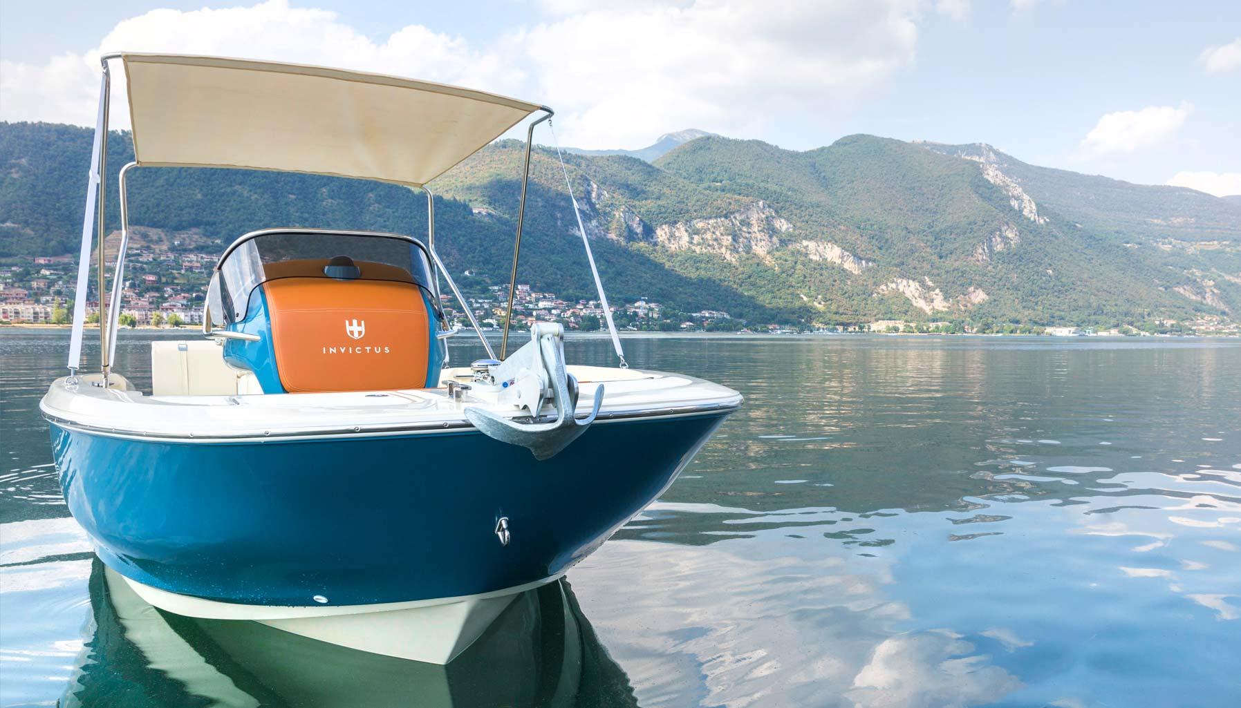 Invictus 200FX yacht