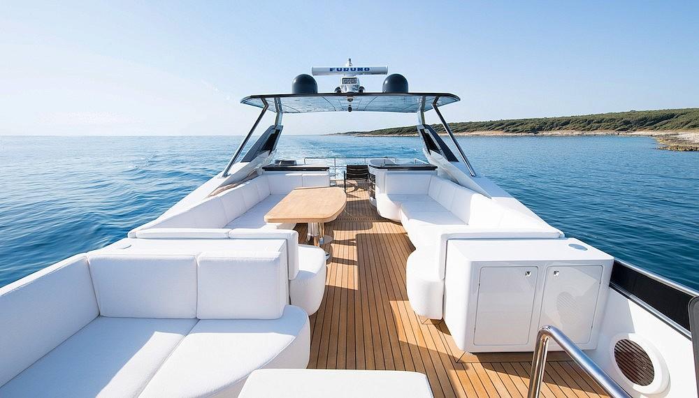 Luxury yachts flybridge