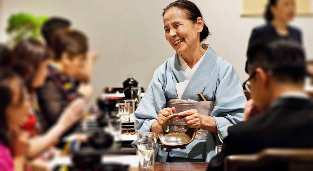 Chaji tea ceremony by Tsuruko Hanzawa