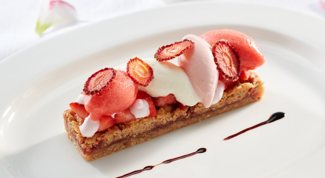 The Dempsey Cookhouse and Bar - Strawberry Lizner (1)