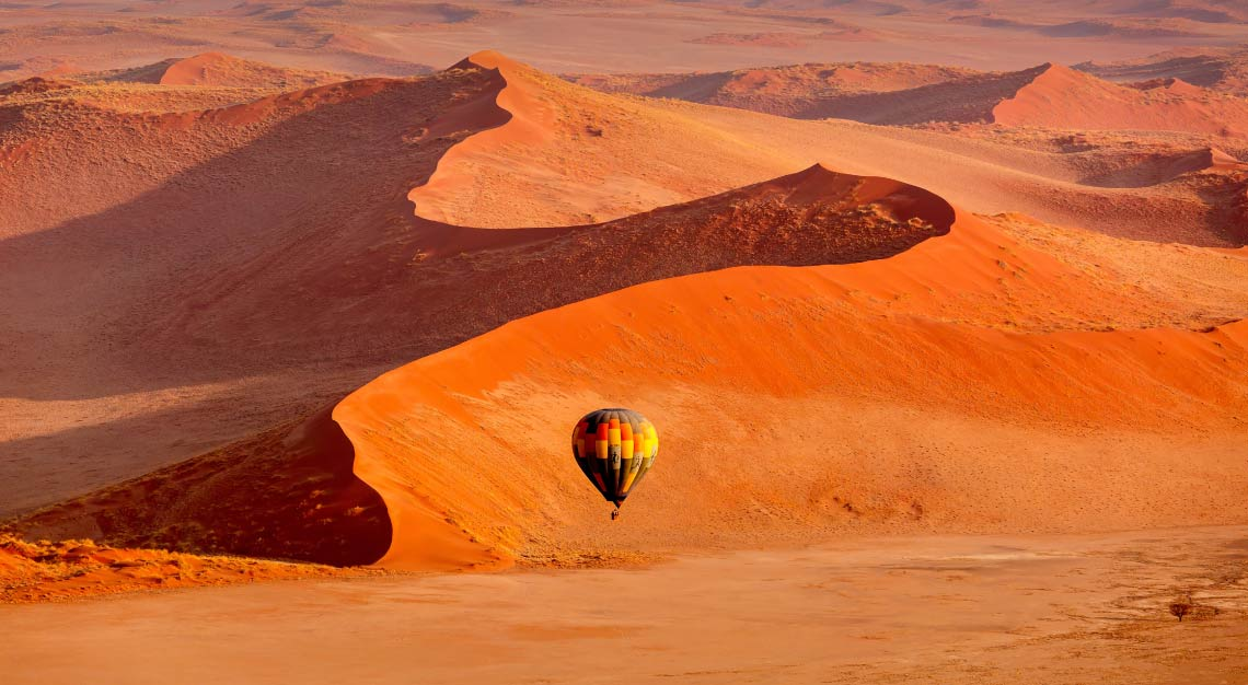 Hot-air-balloon-ride-over-the-dunes-of-Sossusvlei