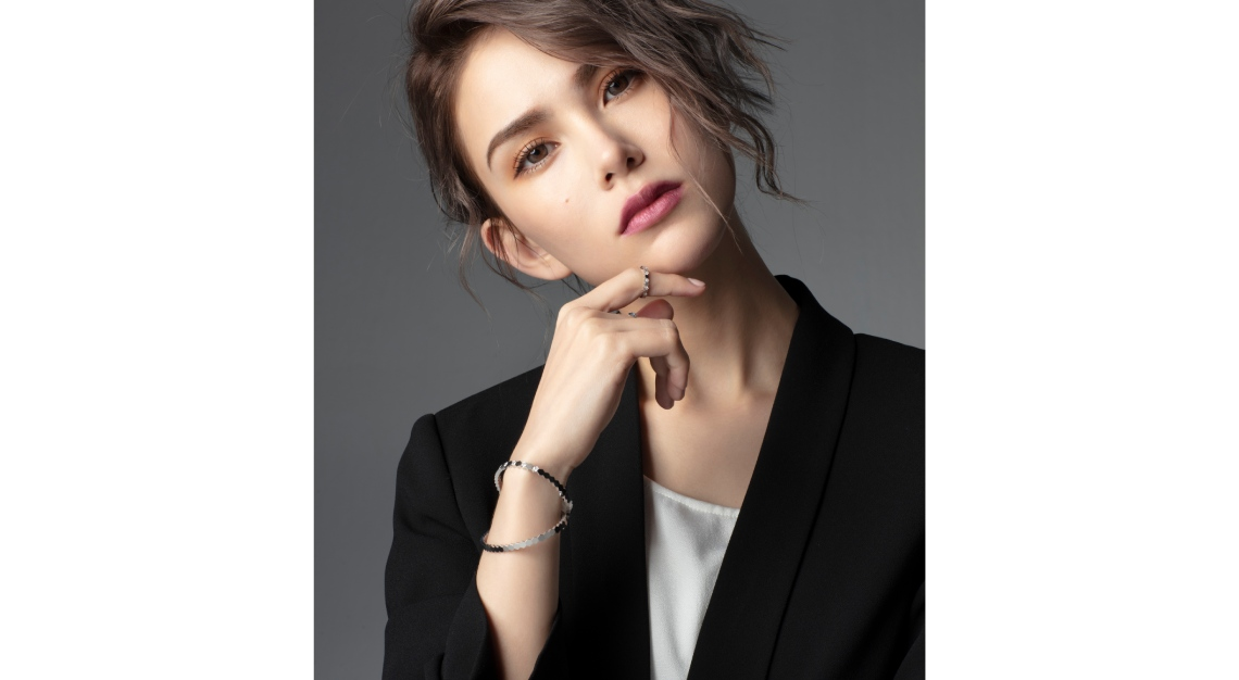 Hannah Quinlivan wearing Chaumet Bee My Love