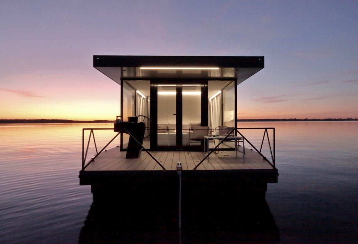 loungeboat