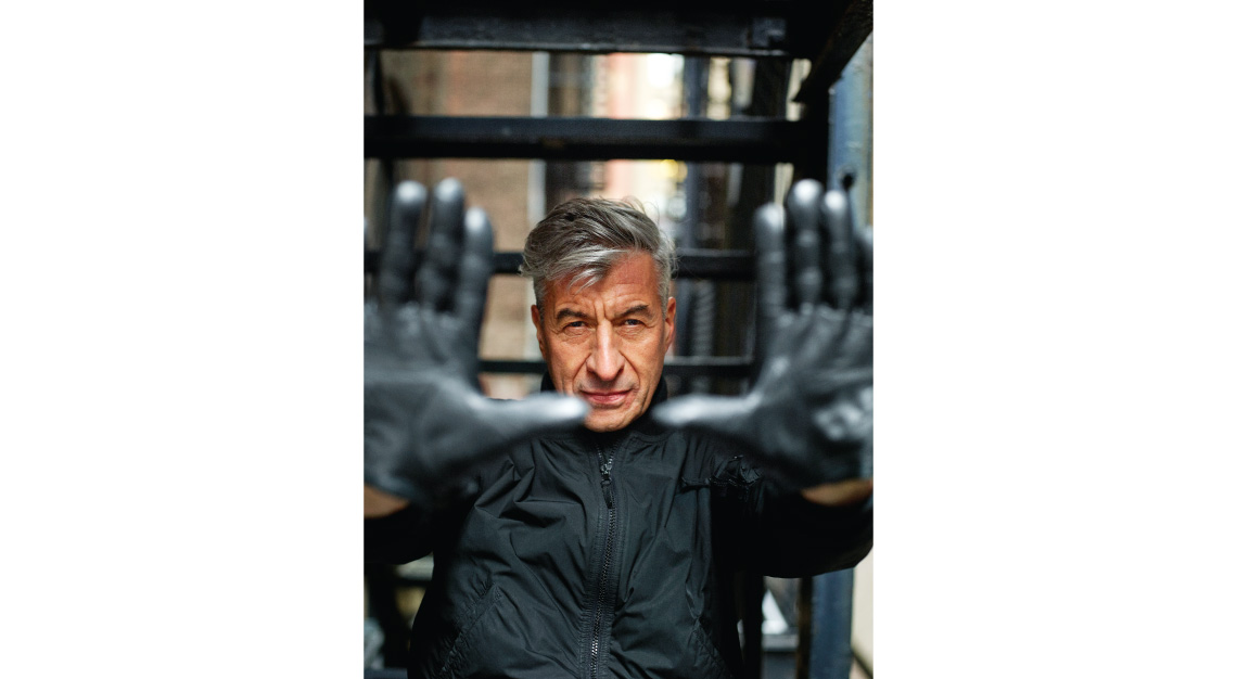 Maurizio Cattelan photohands