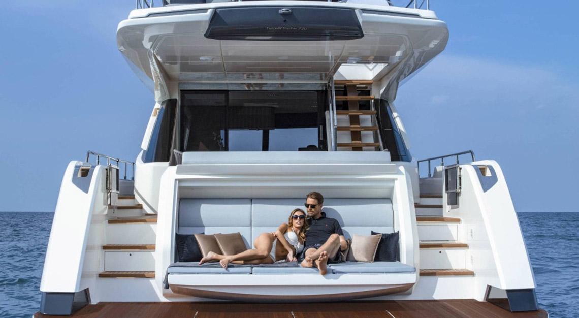Ferretti Yachts 720