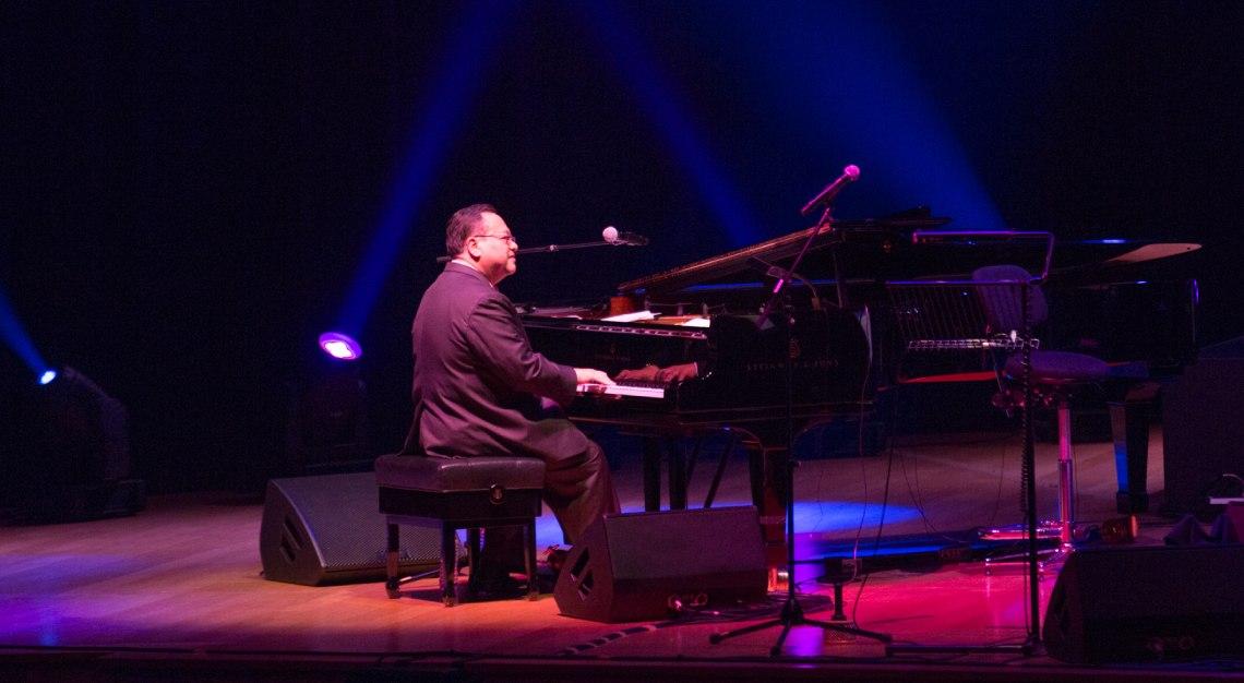 Jeremy Monteiro performing