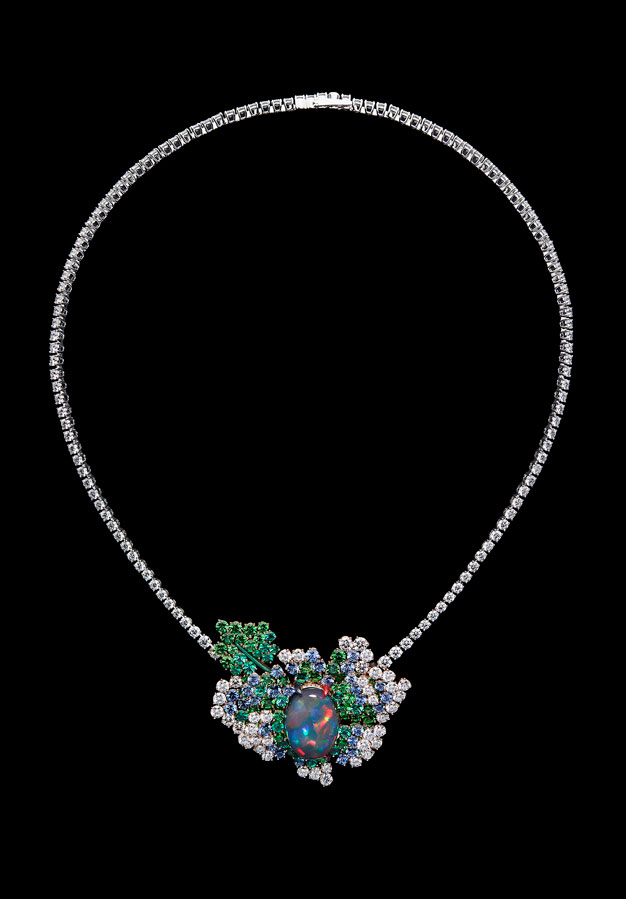 Fashion-houses-high-jewellery-dior-necklace-opal
