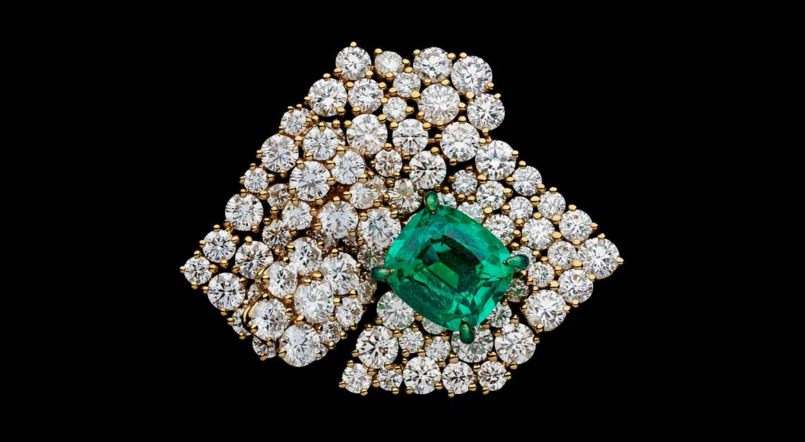 Fashion-houses-high-jewellery-dior-ring-emerald